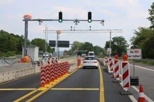 Bild Fahrzeugdifferenzierung Straße + Ampeln + Autos + Schilder